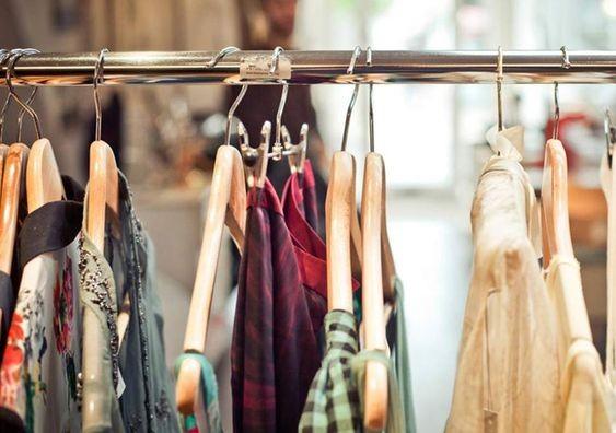 Куди віддати старий одяг в Києві?